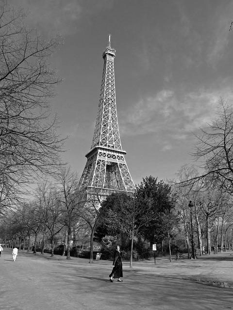 Fuente: http://pixabay.com/es/torre-eiffel-par%C3%ADs-francia-hito-165371/