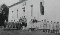 Fondo hemerográfico do Arquivo da Emigración Galega. En Alborada. Órgano de la Asociación Benéfica y Cultural del Partido de Corcubión, Bos Aires, núm. 189, 2002
