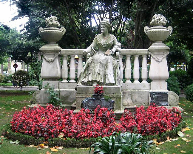 Fuente:http://gl.wikipedia.org/wiki/Image:MonumentoPardoBaz%C3%A1nCoru%C3%B1a.jpeg