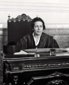 Victoria Kent, 1ºabogada española, 1925. Imagen en Dominio Público